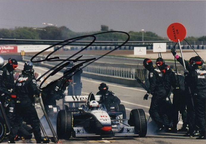 David Coulthard, McLaren F1, signed 7x5 inch photo.